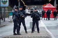 パリ南郊襲撃、テロで捜査 イスラム過激思想影響