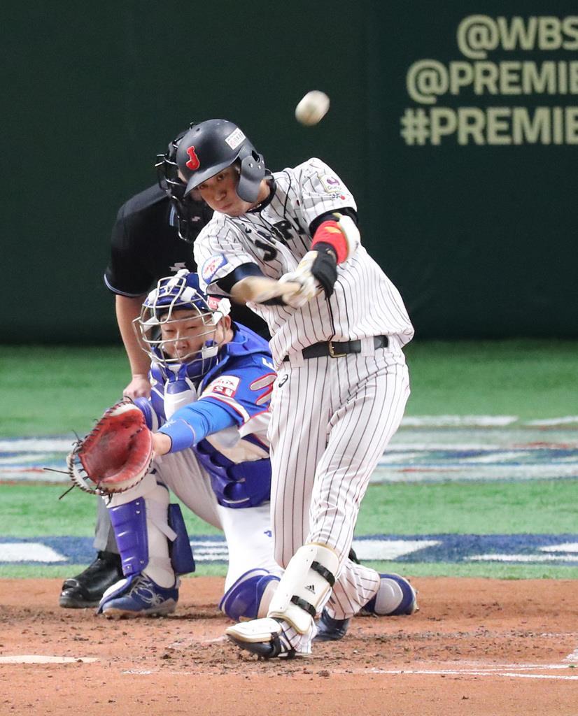 昨年のプレミア12決勝の韓国戦で、3点本塁打を放つ山田哲。注目の一年となる=2019年11月17日、東京ドーム(福島範和撮影)