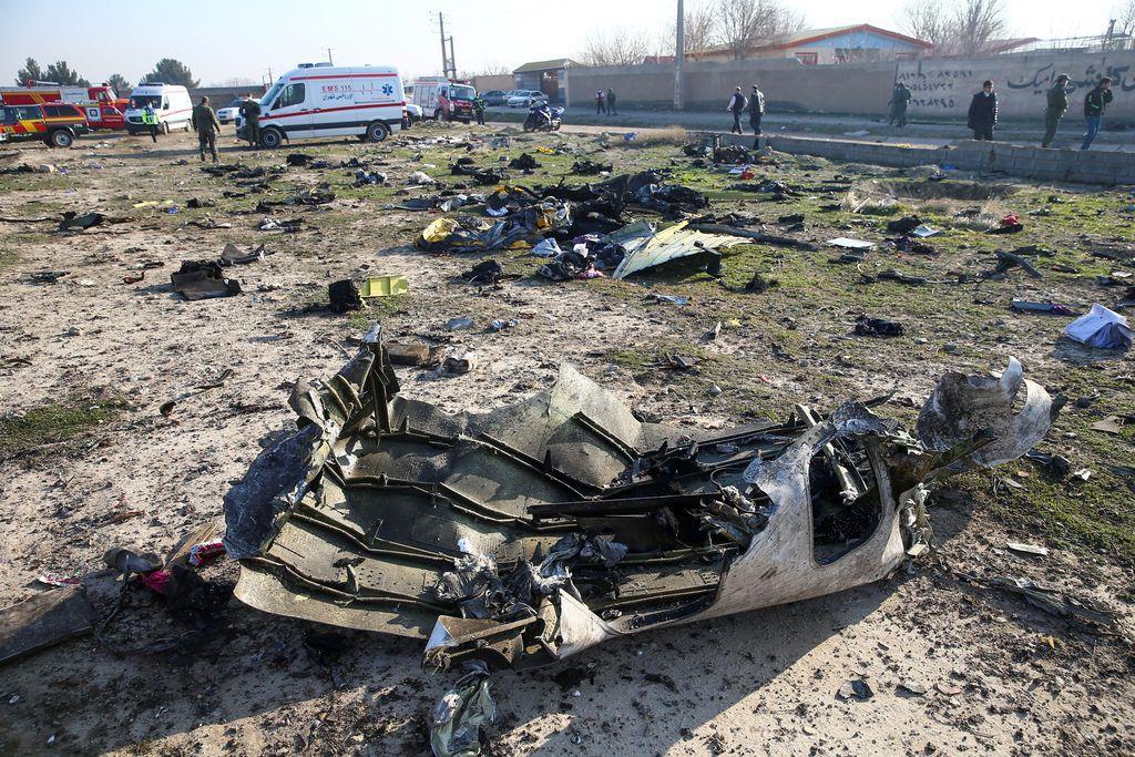 イラン 飛行機 墜落