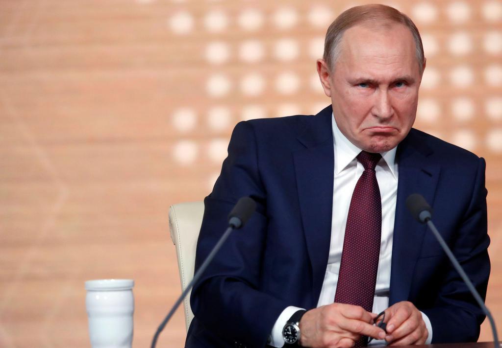年末恒例の記者会見を行うロシアのプーチン大統領=19日、モスクワ(ロイター)