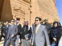 首相、サウジの古代遺跡を視察