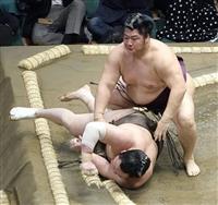 遠藤、白鵬を背中から倒す 2日連続金星「集中して相撲を取れた」