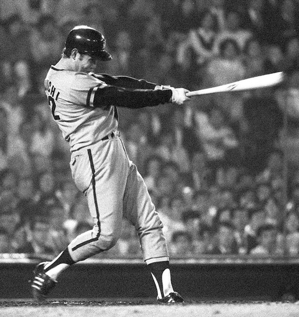 巨人戦で本塁打を放つ阪神時代の田淵幸一氏=1973年6月、後楽園