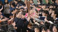 石原さんが聖火リレーPR 小学校訪問、魅力を説明