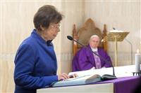 バチカン高官に初の女性 教皇が任命「革新的だ」