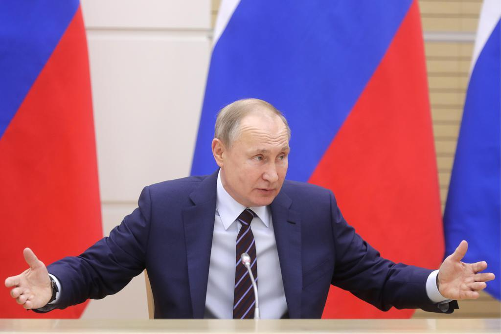 モスクワ郊外で、憲法改正の会合に出席するロシアのプーチン大統領=16日(タス=共同)
