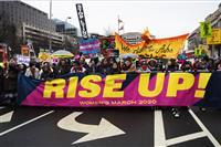 全米各地で反トランプデモ 女性行進「寛容な社会に」