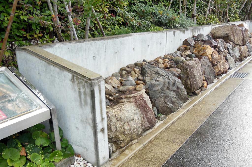 慶長伏見地震で倒壊した指月伏見城の復元石垣 =京都市伏見区