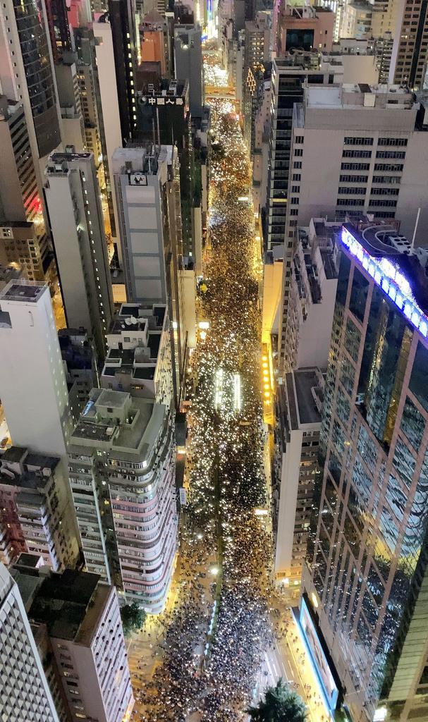 ムーディーズ、香港を格下げ 「解決へ計画がない」