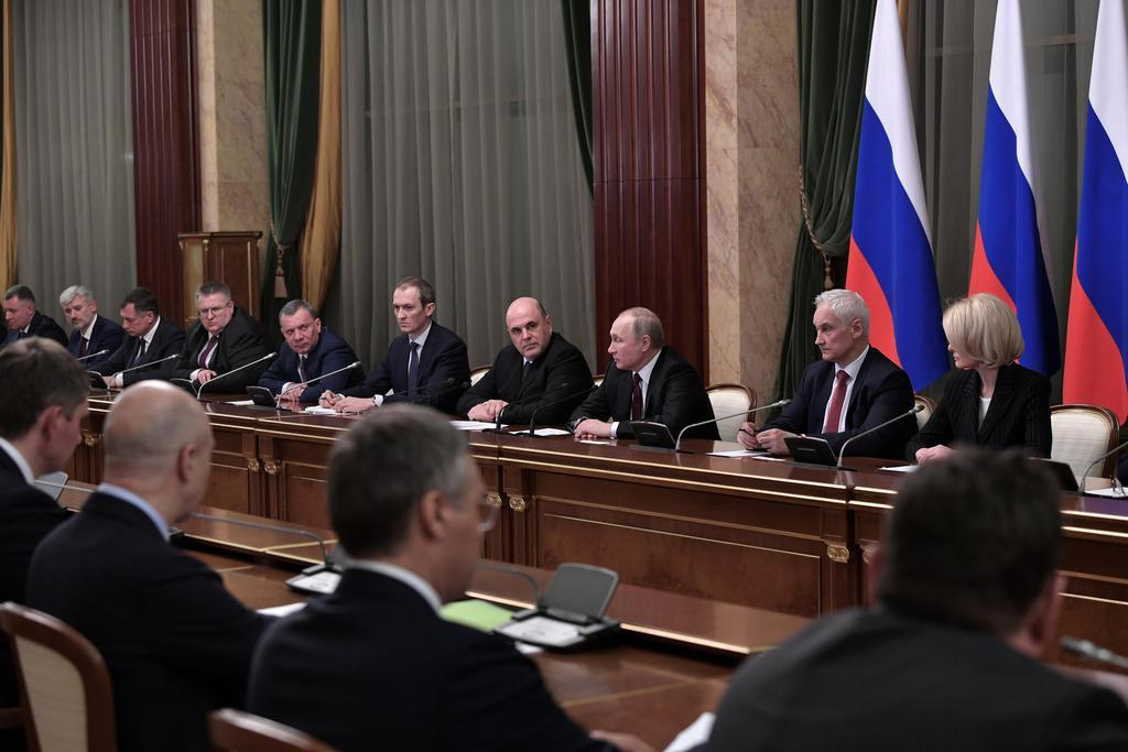 ロシア新内閣発足 内政重視で支持率回復狙う 主要閣僚は留任