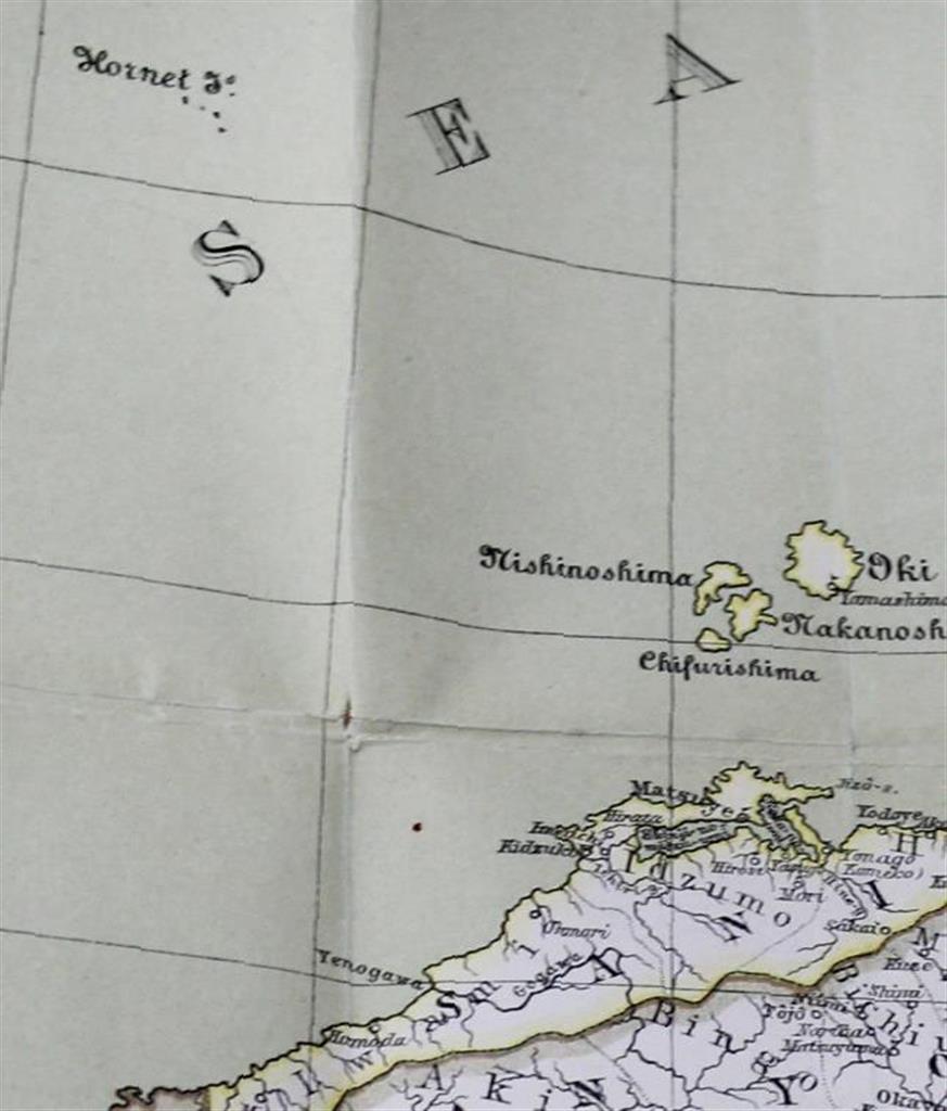 竹島を日本領と認識し1880年に作られたドイツ製日本地図。左上の英語名「ホーネット島」の文字の下にある複数の点が竹島