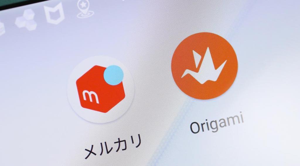 メルカリとOrigamiのアプリ=23日午後、東京都千代田区