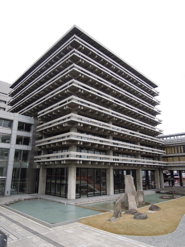 香川県庁舎東館のガイドツアーを再開 来月から