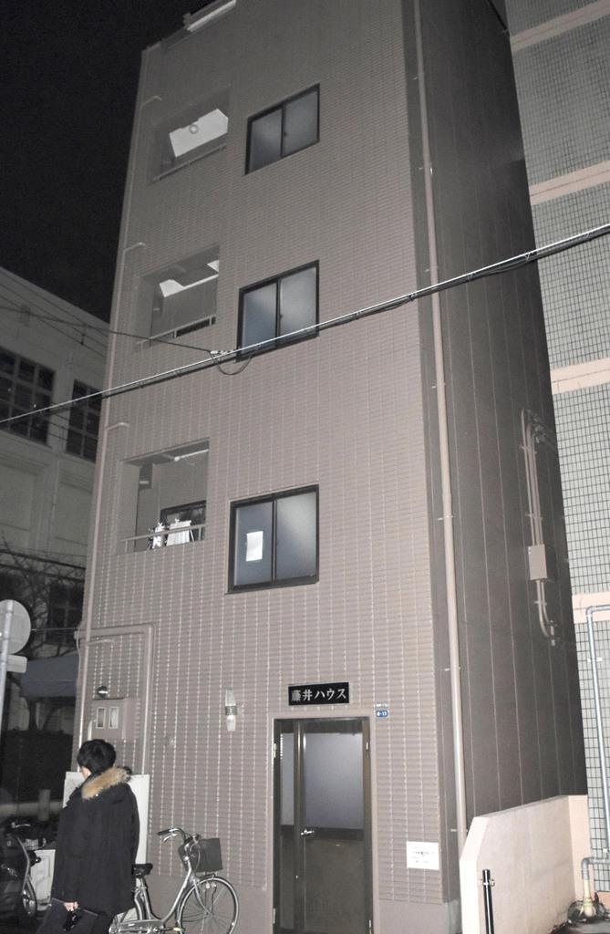 乳幼児が放置されていた神戸市須磨区の集合住宅=23日