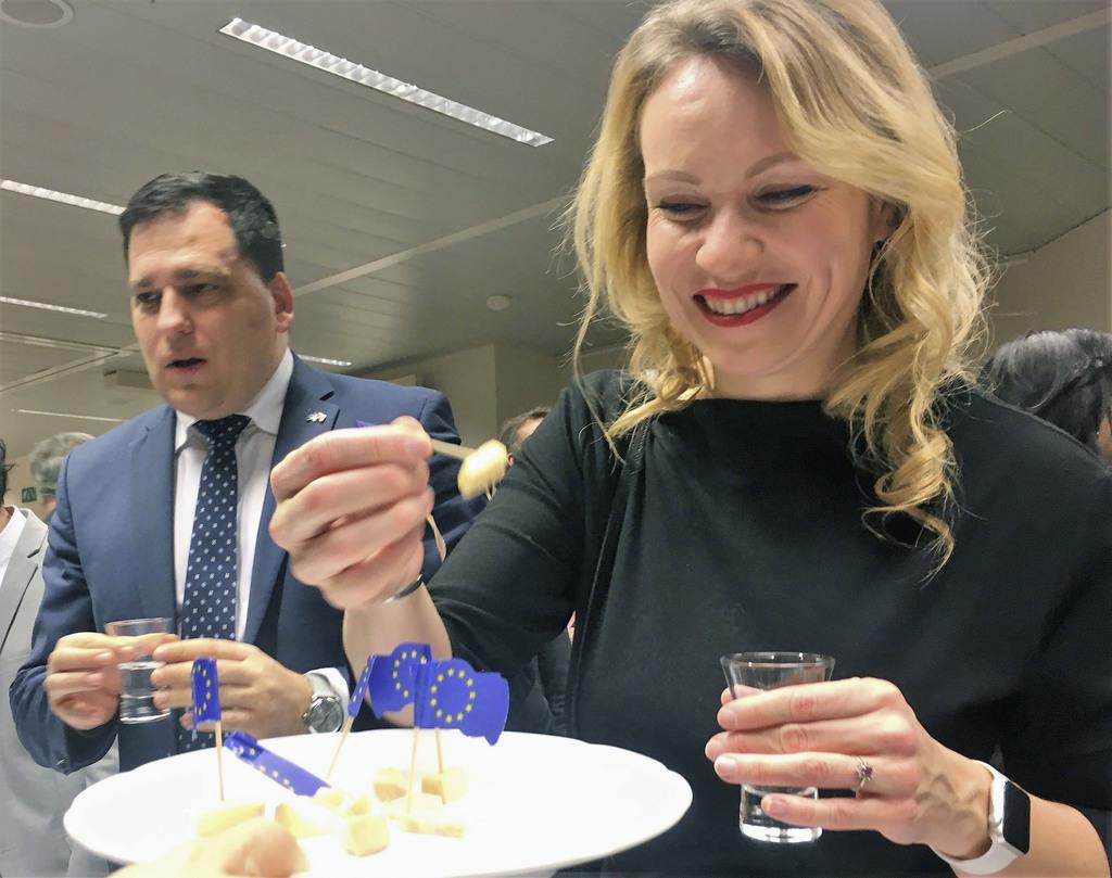 酒とチーズで協定1年祝う EU日本代表部が記念行事