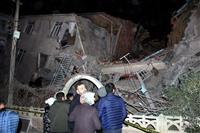 トルコ東部で地震 死者少なくとも18人、負傷者500人以上
