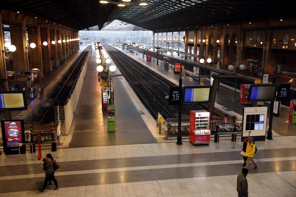新型肺炎、フランスで3人 欧州で初の感染確認