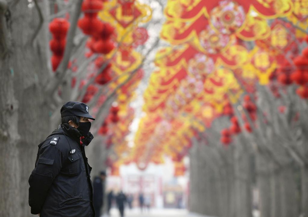 中国の新型肺炎、発症者千人超す 死者は41人に
