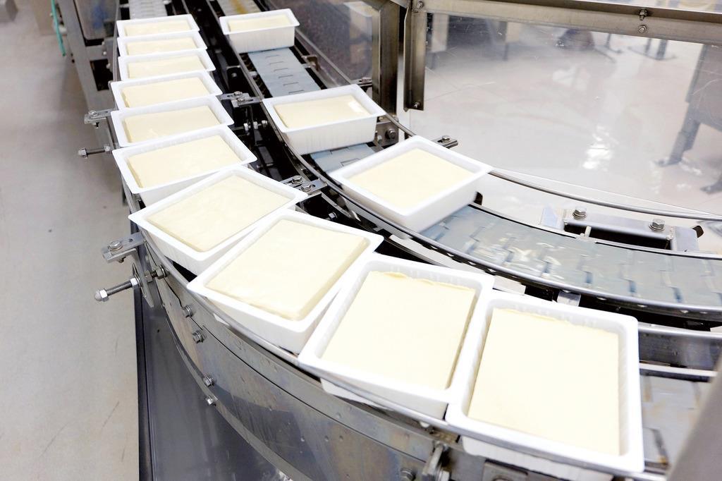 ハウスフーズアメリカの豆腐製造ライン(ハウス食品グループ本社提供)