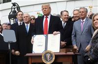 米大統領、新NAFTA署名 GDP「1・2%押し上げ」とアピール