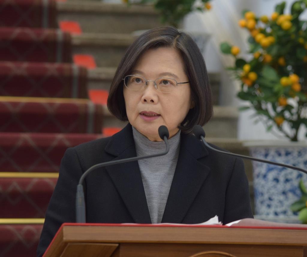 30日、台北の総統府で、記者会見する蔡英文総統(田中靖人撮影)