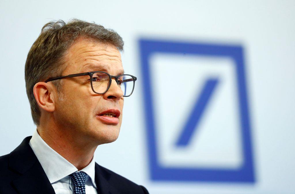 会見するドイツ銀行のクリスティアン・ゼービングCEO(ロイター)