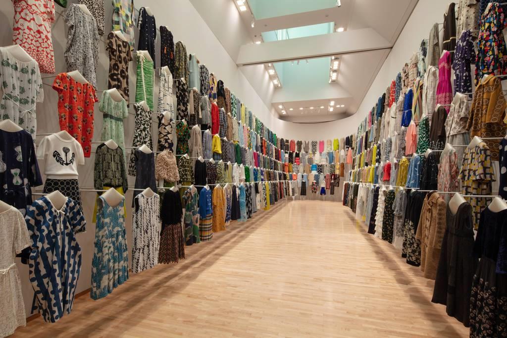 25年分の服、400着以上が並ぶ「洋服の森」は圧巻だ 撮影:吉次史成