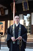 大阪の古刹にロシア人僧侶 外国人観光客にも評判