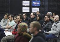 【米大統領選】党員集会ルポ 「初デートの前に政治的立場を」暮らしと政治が直結