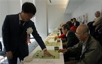 囲碁の井山3冠、地元・東大阪でファンと交流