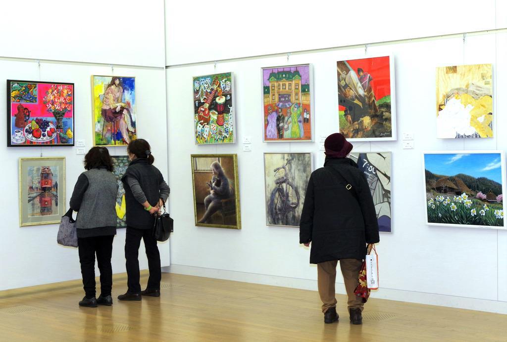 6日開幕した第29回全日本アートサロン絵画大賞展(東京都港区の国立新美術館)
