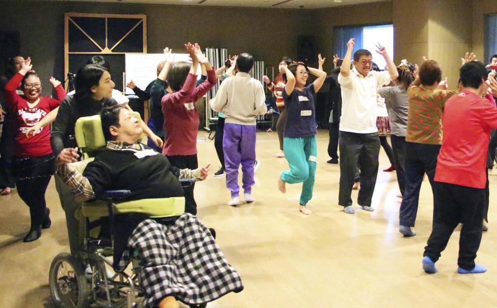 障害越えて笑顔でダンスを あすと11日に北九州で公演