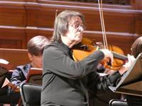 天皇陛下とも親交持つ露ビオラ奏者、日本作曲家の楽曲を演奏