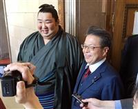 徳勝龍が国会訪問「相撲より緊張」 母校理事長の世耕氏と面会
