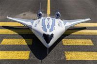 翼と胴体が融合 エアバスが次世代機の試作披露