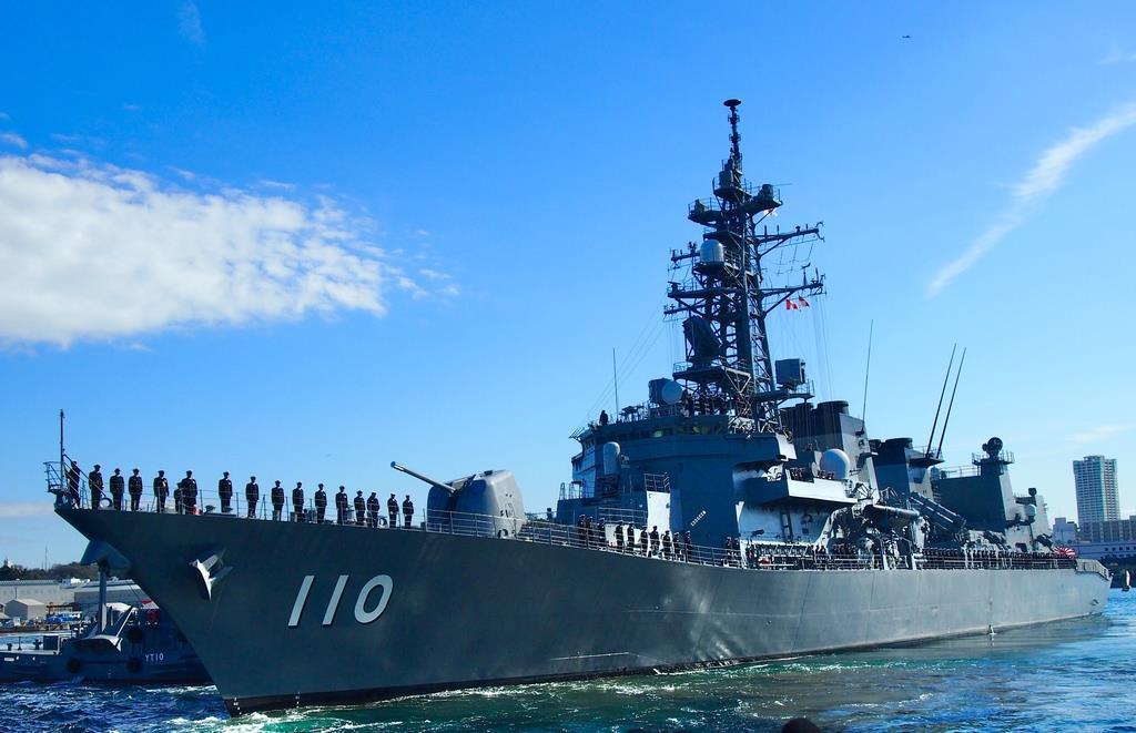 中東海域に向けて出航した海上自衛隊の護衛艦「たかなみ」=2月2日午前、神奈川県横須賀市の海自横須賀基地(田中一世撮影)