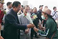 クルーズ船「ウエステルダム」、カンボジアで下船開始 首相出迎え