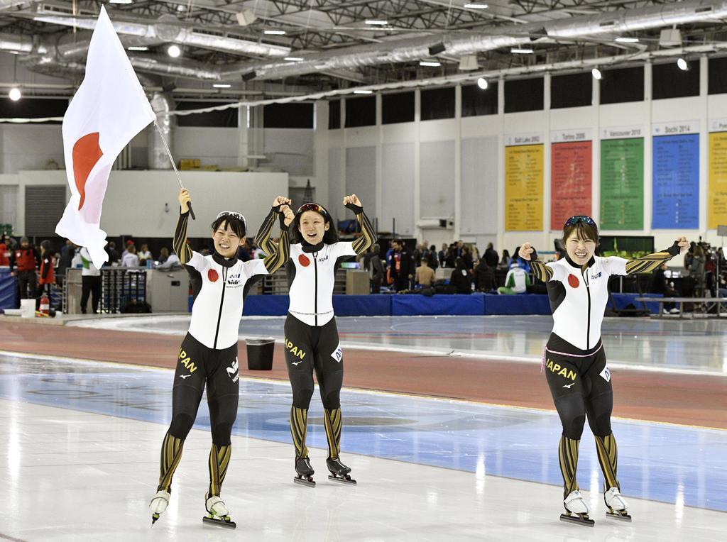 日本女子団体が世界新でV、小平は女子500メートル優勝 世界…