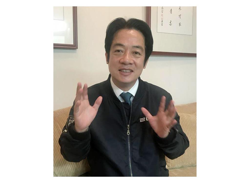 2月15日、台北市内で産経新聞の単独インタビューに応じる頼氏