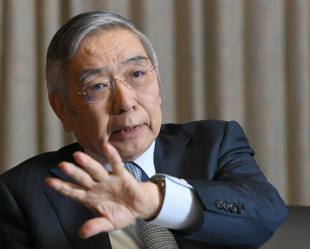 インタビューに答える日銀の黒田東彦総裁