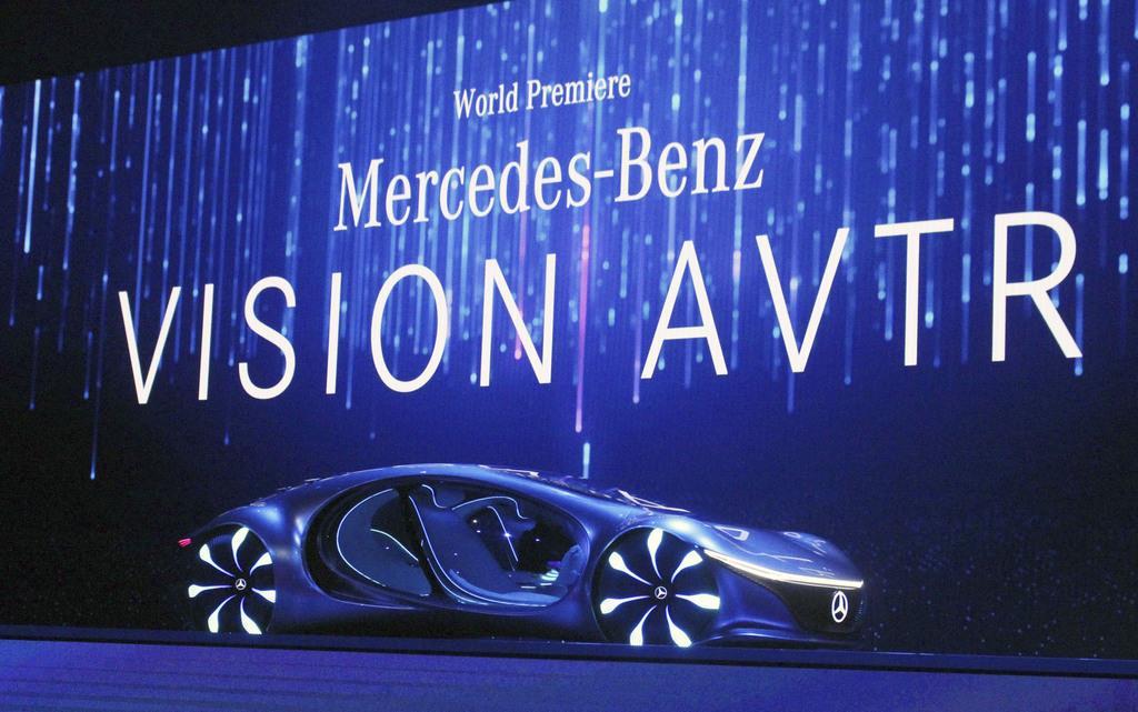 「メルセデス・ベンツ」が米SF映画「アバター」からデザインなどの着想を得たEVの試作車=米ラスベガス(共同)