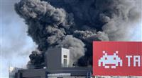 大阪・ミナミの建設中ビルで火災、1人搬送