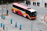 香港帰還のクルーズ船乗客、住民反対の公営住宅に隔離