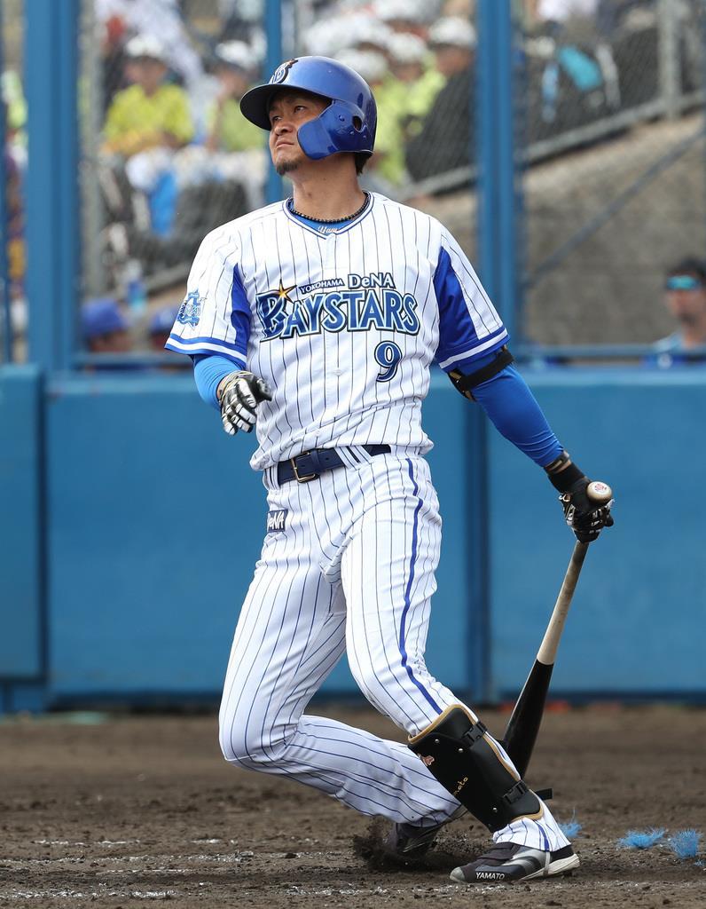 3回、フェンス直撃の適時二塁打を放ったDeNA・大和=宜野湾市(撮影・尾崎修二)