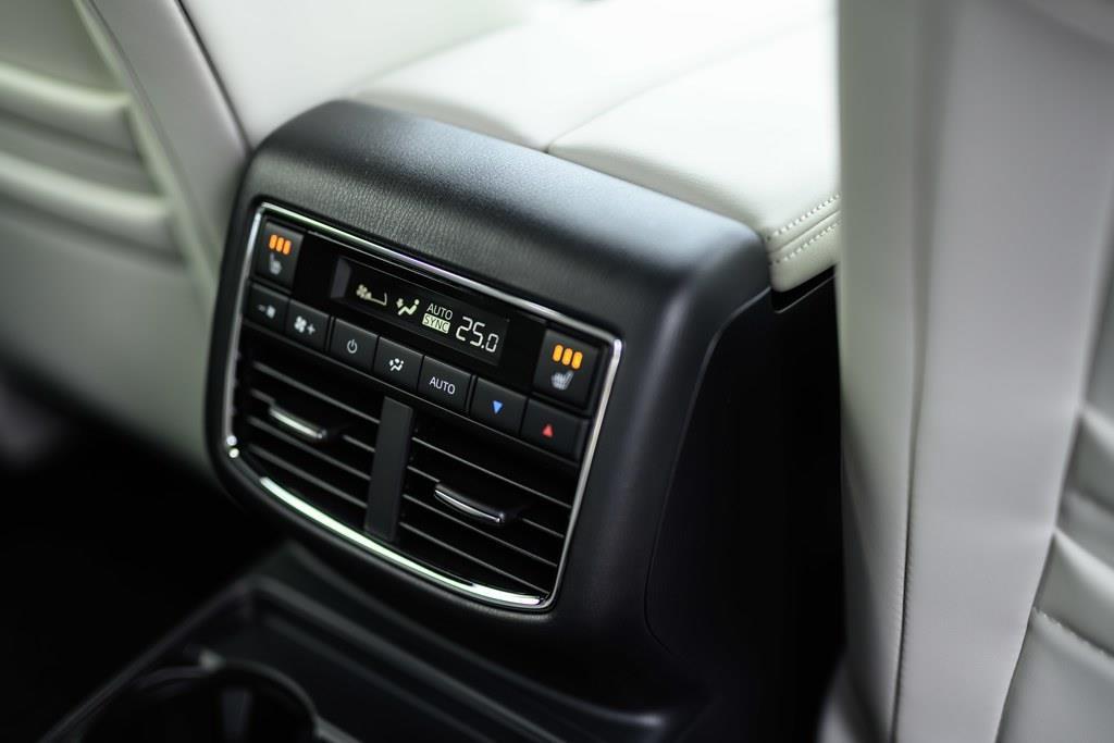 リアシート用エアコンスウィッチ。フロントとは別に温度&風量を設定出来る。