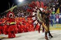リオのカーニバル最高潮 トップチームが2晩徹夜でパレード