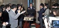 休校要請「理解」「唐突」…与野党に波紋 蓮舫氏は撤回要求