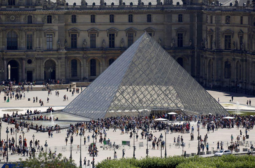 パリのルーブル美術館(ロイター)