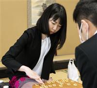 女性初の将棋棋士誕生か 西山三段、1局目勝利