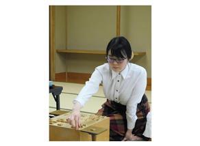 将棋の元奨励会初段、加藤桃子女流三段が快進撃 1週間に2つのタイトル挑戦権獲得